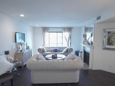 Photo for Hollywood California 2 bd/2bth with access to pool & gym & hot tub
