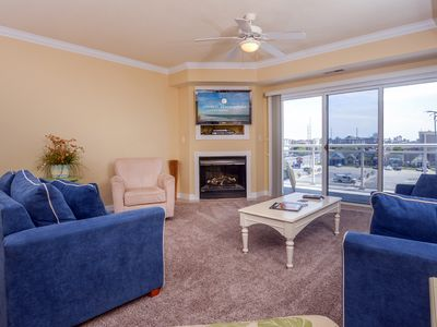 Photo for Decorator furnished condo with bay front pool