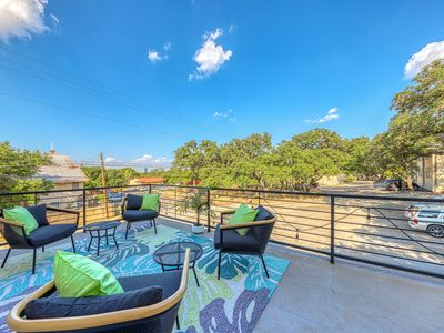 Photo for Lovely Austin retreat w/ balcony, enclosed backyard, close to downtown - Dogs OK