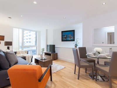 Photo for A spectacular London riverside location. Modern & stylish interior.