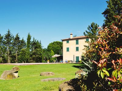 Stunning private villa with WIFI, private pool, TV, terrace, pets allowed, parking, close to Cortona