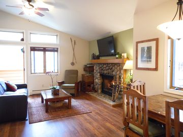 Walk To Lake! Upgraded Sunny, And Quiet Upper McCloud One 1 Bedroom