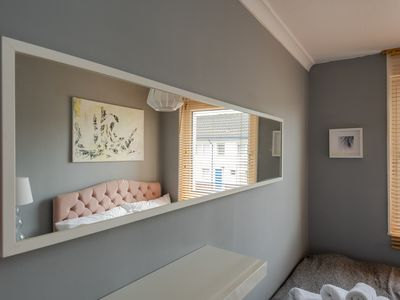 Photo for Stylish 3 bedroom flat with great transport links