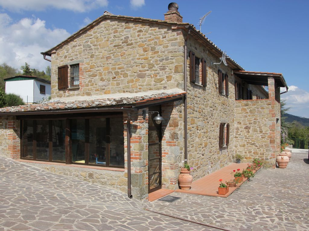 Tuoro sul Trasimeno farmhouse rental - The view of the house taken from the West Side