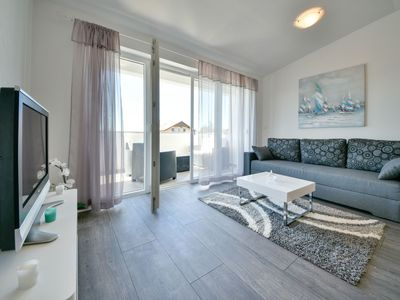 Photo for Cosy apartment for 5 guests with WIFI, A/C, TV, balcony and parking