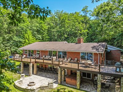 Photo for Great lakefront & private dock close to DCL State Park!