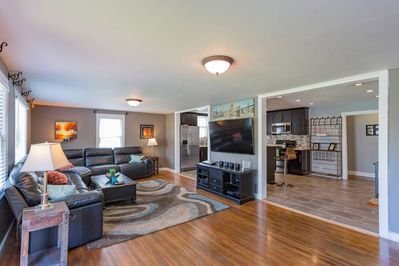 5 Minutes to Broadway ($6 50 Uber) - Woodbine