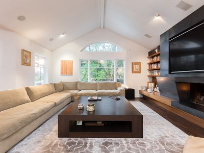 Photo for Exquisite home in Kerrisdale. 10 min. from down town Vancouver and beach