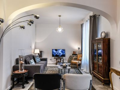 Photo for Charming 3 bedroom apartment only 10 min walk from Palais des festivals