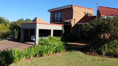 Photo for Quiet position upper v. Somerset West, 4 bedrooms, 4 bathrooms, large garden, large pool