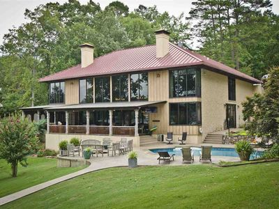 Lionsgate at Water's Edge, Luxurious Waterfront  Home on Lake Hamilton