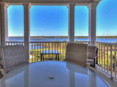 Photo for Spacious 8th floor condo with shared hot tub and community pool