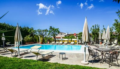 Photo for Sorrento villa complex with pool, free parking and walking distance to center