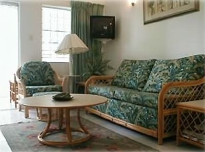 Well Located Condo on the West Coast - Walk to Beach & Shops!