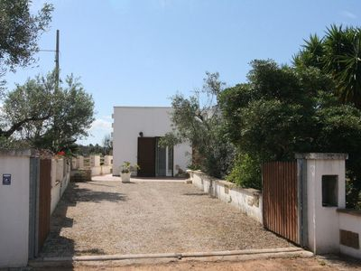 Photo for Idyllic Holiday Home with Air Conditioning, Garden & Terrace; Parking Available
