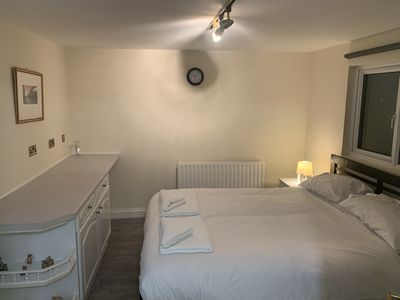 Photo for Spacious 5 Bed in Streatham, 30 mins to Central