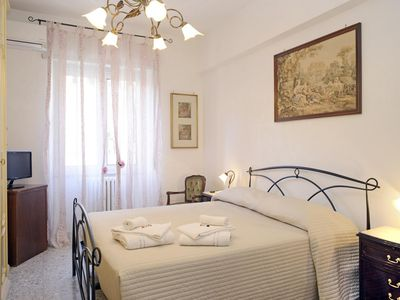 Photo for 2BR 1LR comfortable near Trastevere Station, family welcome