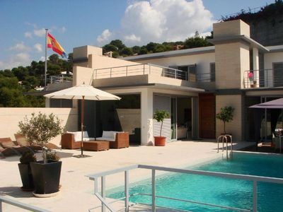 Photo for Fabulous villa, s/c apartment, private heated pool, short walk to beach!!