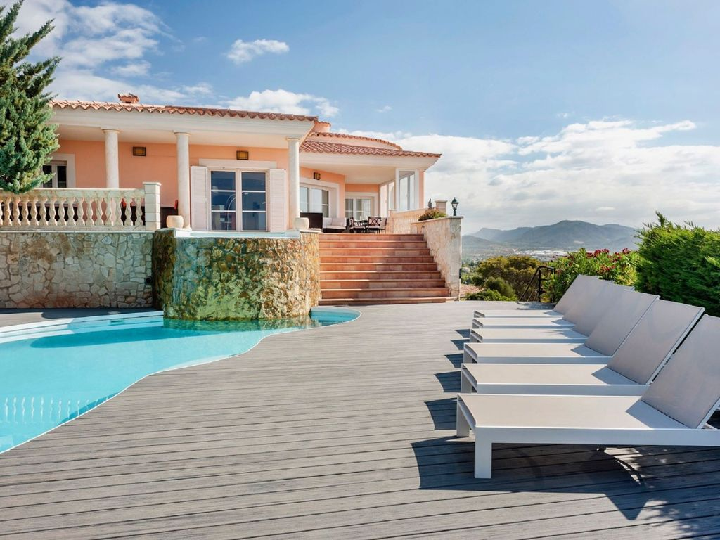 Luxurious villa with pool garden and stunning sea views in santa ponsa