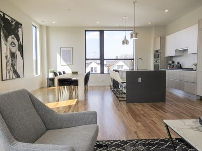 Photo for 301 -Haute Comfortable Condo near Wrigleyville