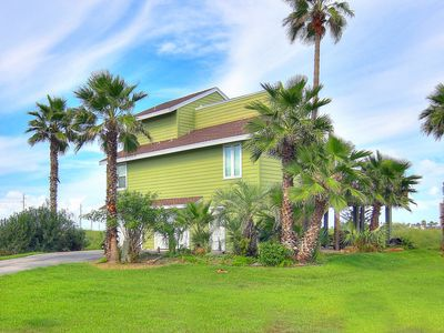 Photo for Fantastic home! Beach access and a refreshing community pool!
