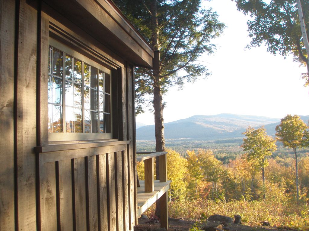 Off grid remote maine cabin with amazing mo homeaway for Cabin rentals in maine with hot tub