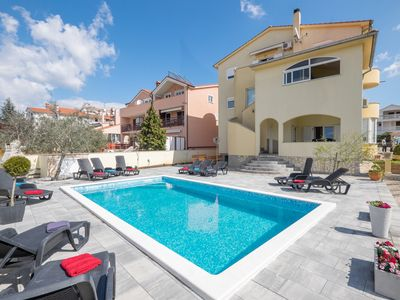 "Photo for Well maintained apartment, pool, beach ""Blue Flag"", we speak D"