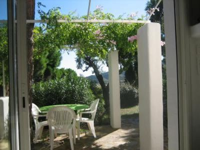 Photo for Apartment on the ground floor in a house of Mediterranean character, very quiet over looking roc garden