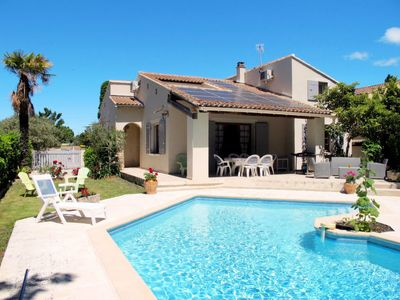 Photo for 5 bedroom Villa, sleeps 8 in L'Isle-sur-la-Sorgue with Pool and WiFi