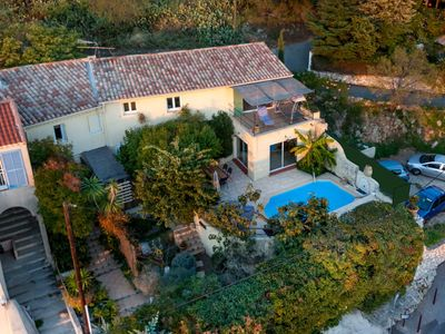 Photo for Villa of character with swimming pool and panoramic view on the gulf of Marseille
