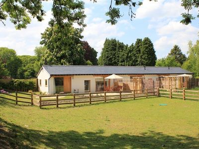 Photo for PIPPIN, pet friendly, with open fire in Fordingbridge, Ref 988903