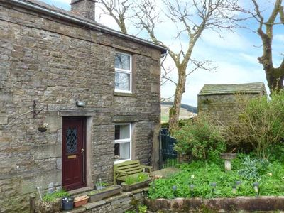Photo for SYCAMORE COTTAGE, pet friendly, with a garden in Hawes, Ref 811