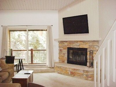 Well-sized living room with plenty of space for family & friends
