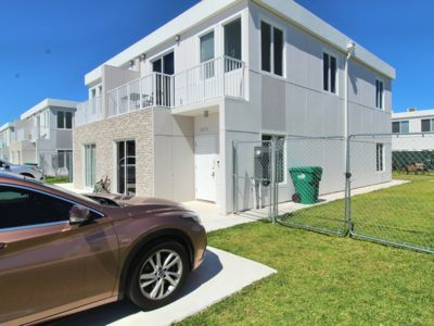 Photo for NEW & MODERN House w/ POOL! Events/Pets OK 4 BR 4 Baths by Zoo, Keys, Outlet!