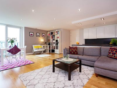 Photo for Spacious 2 bedroom apartment in London Bridge - moments from the tube! (Veeve)