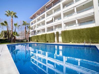 Photo for 2 bedroom Apartment, sleeps 4 with Air Con, FREE WiFi and Walk to Beach & Shops