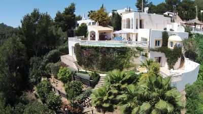Photo for Luxurious and attractive, detached villa with gameroom in Cala Llonga.