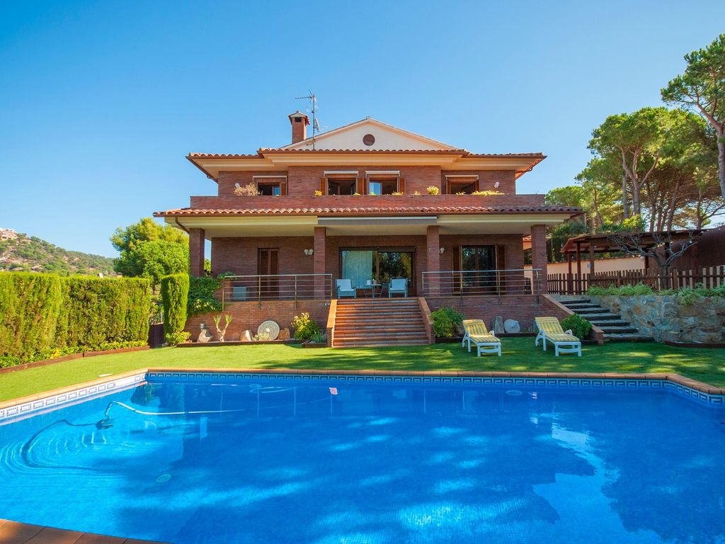great house with private pool and free wifi close to lloret de mar costa brava lloret de mar. Black Bedroom Furniture Sets. Home Design Ideas