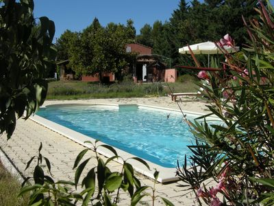 Photo for Detached villa with pool in the heart of the Luberon