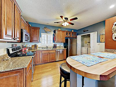 Kitchen - The chef in your group will feel right at home in the modern kitchen.