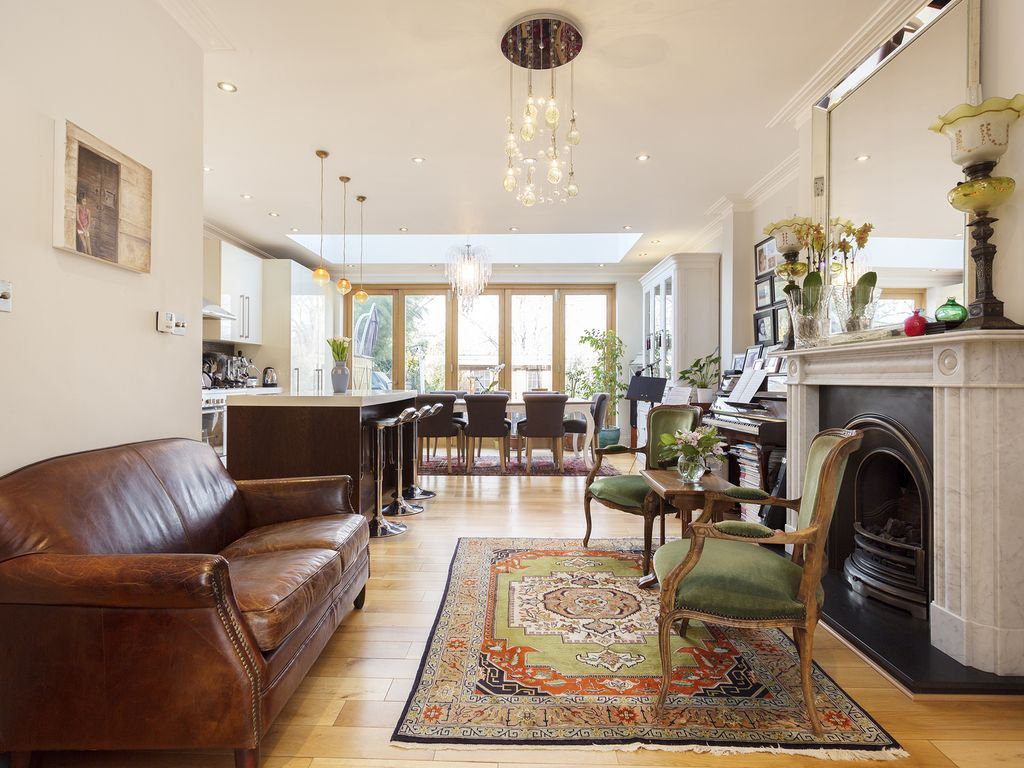 UP TO 20% OFF A beautiful West London cottage located in chic West London -Veeve
