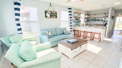 PET FRIENDLY!!! WEST SIDE OF DUPLEX, NEW LUXURY DECOR, PRIVATE BALCONY - BEACHBALL PROPERTIES