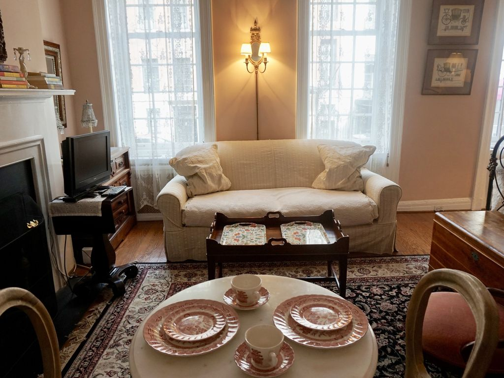Intimate upper east side townhouse 5 mi vrbo parlor studio vrbo listing 789509 solutioingenieria Choice Image