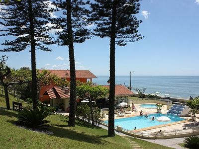 Photo for Cozy ground floor apartment in front of the sea, in gated community