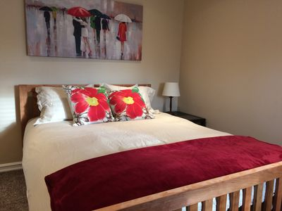 Luxury main floor suite, walk to Hospital, business and restaurant district