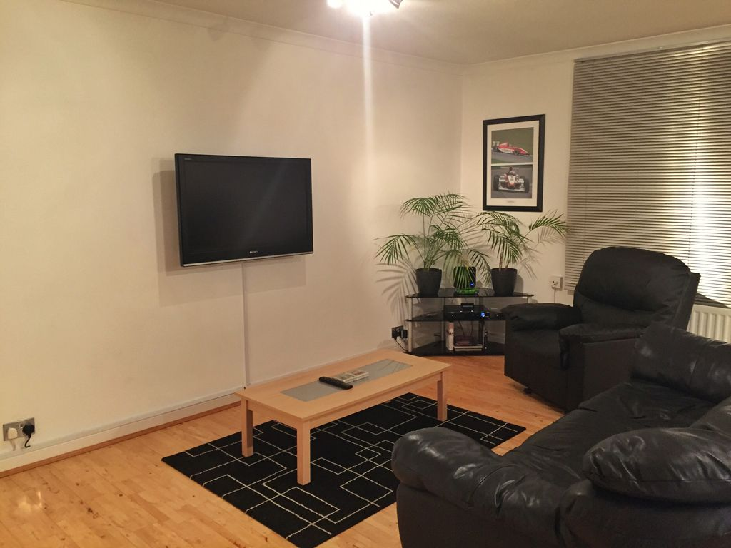 My clean and modern apartment in beautiful Surrey! ... - 799750