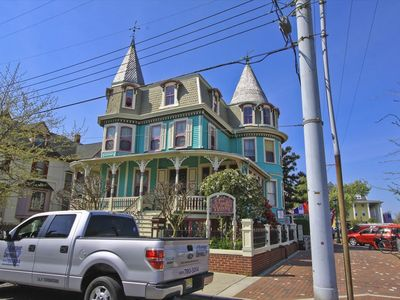 The Merry Widow! 2 BR/1 BA suite located one block to the beach and steps to The Washington Street Mall. Sleeps 6.
