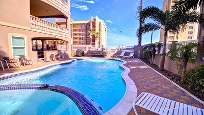 Pristine pool/jacuzzi w/beachview will sure soak all the tension away; a must try