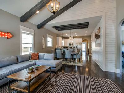 Beautiful Luxury Home in Hip East Nashville. 2 miles to downtown!