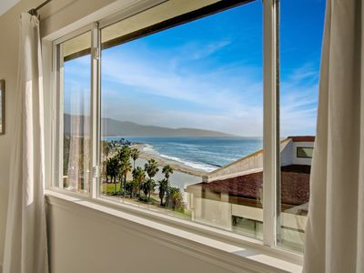 Leadbetter Beach Retreat - penthouse, impeccably remodeled, heated pool/spa!